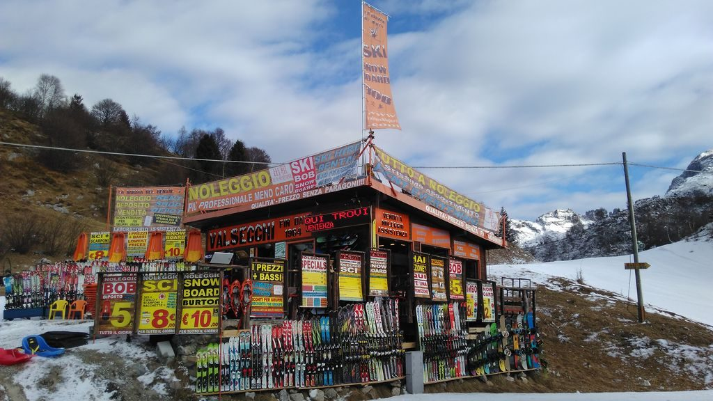 Noleggio service outlet sci snowboard e bike for Piani di costruzione di garage e deposito